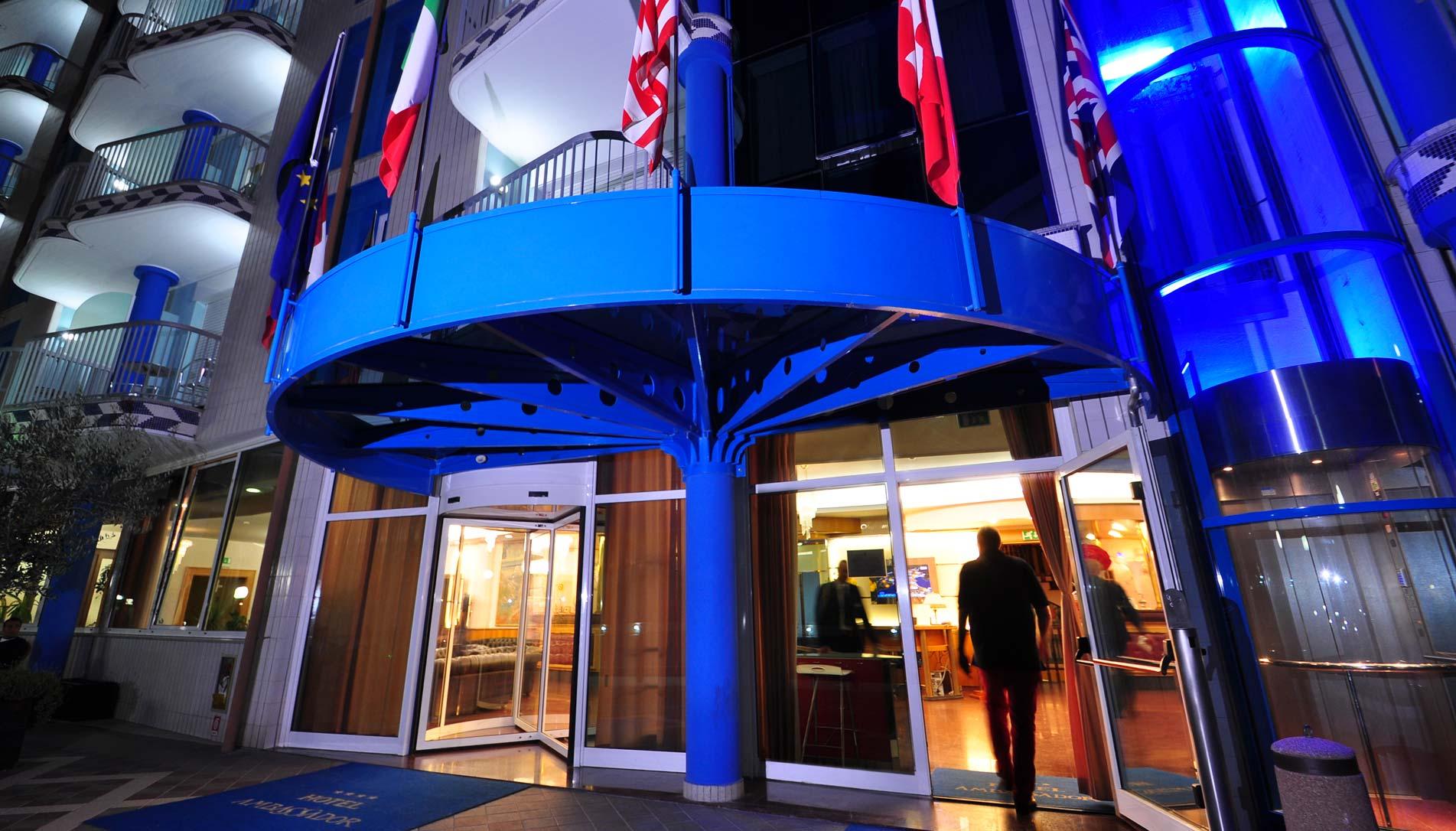 Case Moderne Con Piscina : Hotel ambassador tortoreto hotel stelle con piscina sul mare