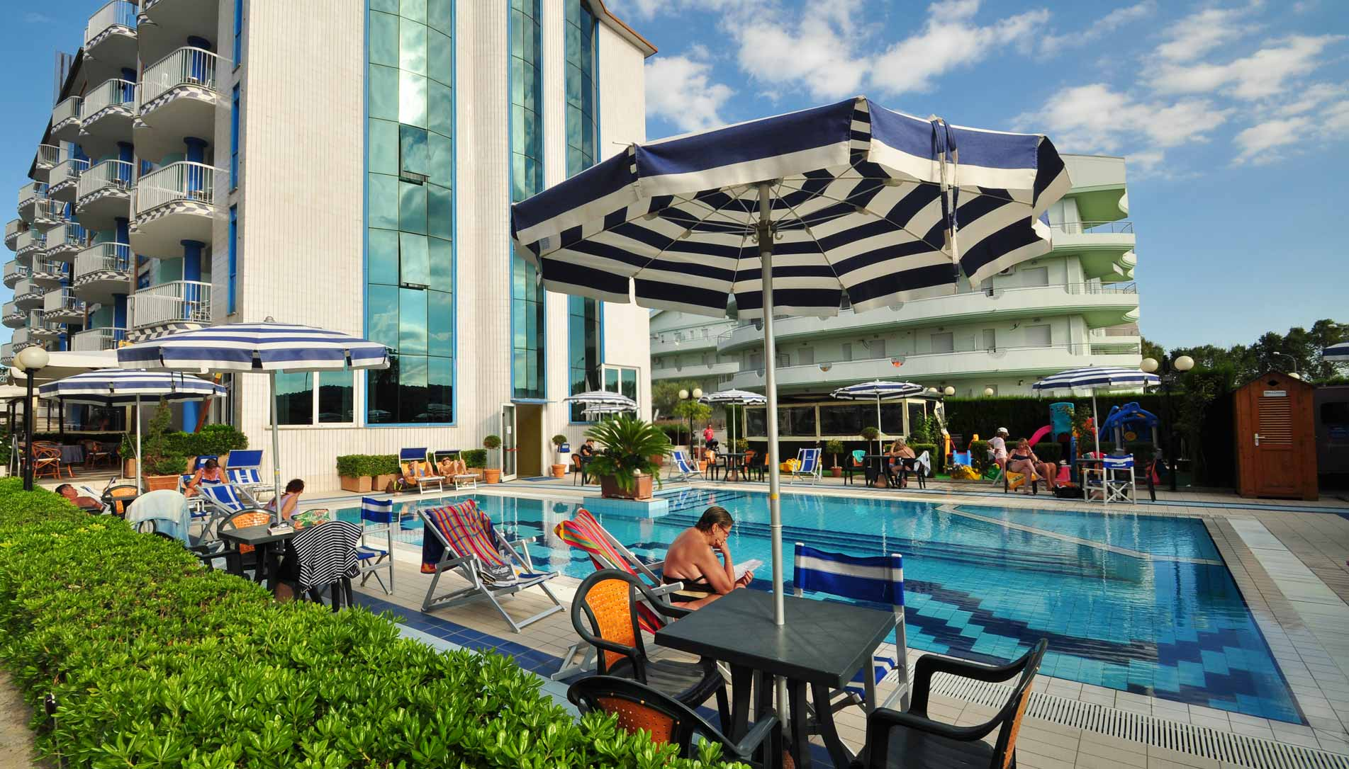 Hotel 4 stelle con piscina per vacanze con bambini sul mare in abruzzo hotel ambassador - Hotel con piscina riscaldata per bambini ...